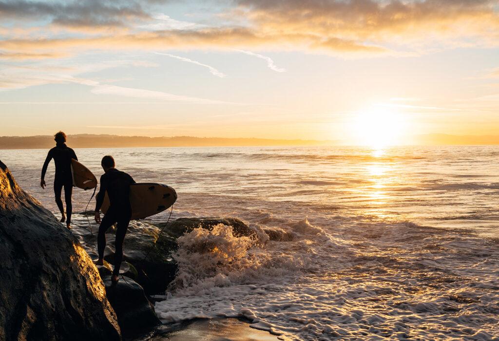 Surfare vid Kaliforniens kust.
