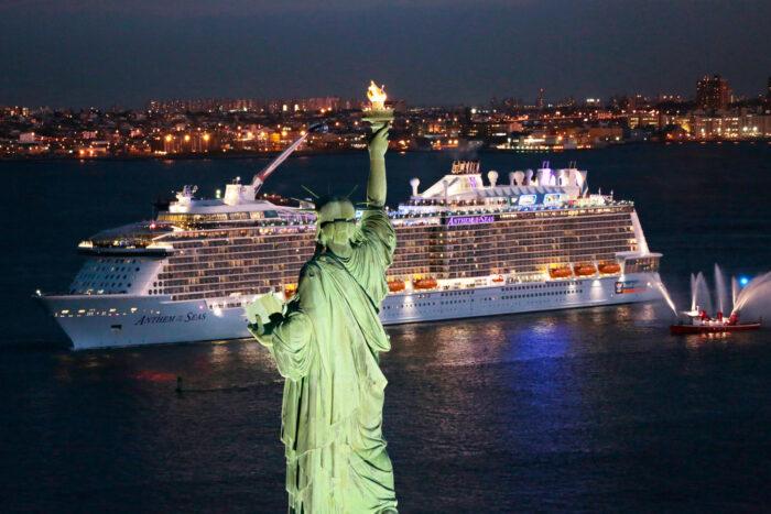 Fartyget Anthem of the Seas ankommer New York och Frihetsgudinnan.