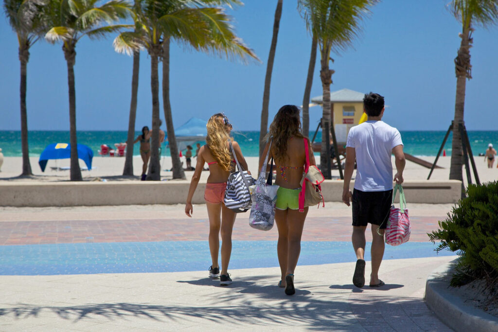 På väg till stranden i Fort Lauderdale, Florida.