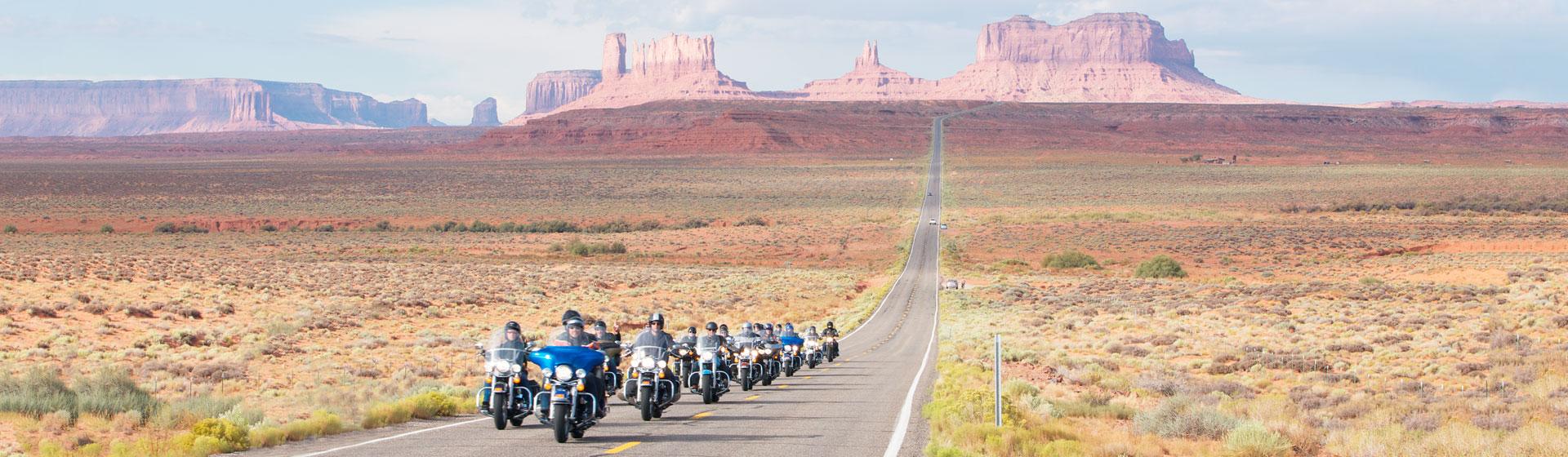 Motorcyklar i Monument Valley.