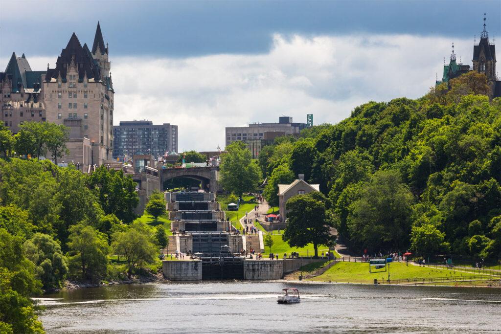 Vy över Rideau-kanalen i Ottawa.