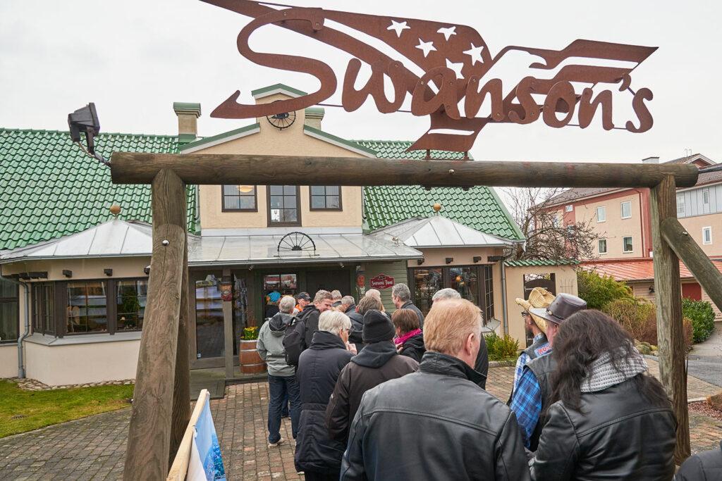 Kö till entrén på Swanson's Amerikadag.