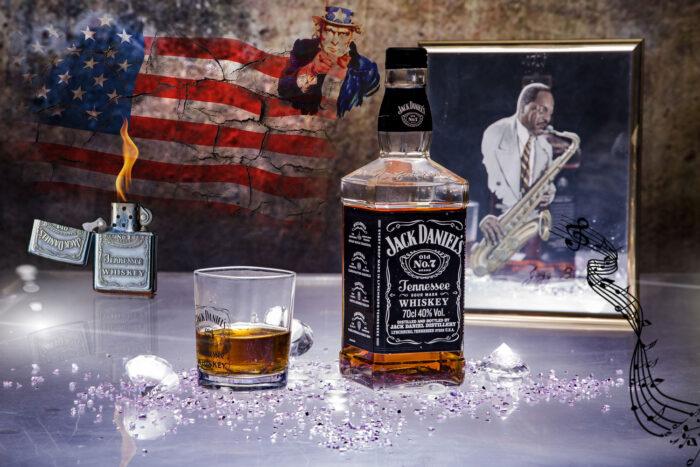 Jack Daniels flaska och glas.