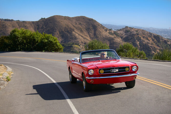 Mustang on the road, Los Angeles, Kalifornien.
